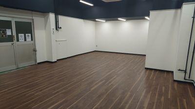 TH会場2階Bルーム 多目的スペース(会議、ダンス等)の室内の写真
