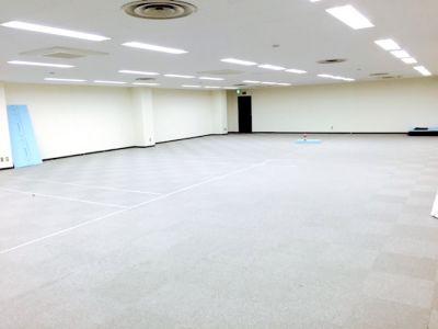 築地シェルタースペース 100名用多目的スペースの室内の写真