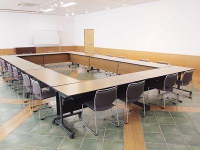 名古屋会議室 日本陶磁器センター 多目的ホールの室内の写真