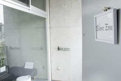 扉を開けたら左側がレンタルルームとなります。 - レンタルサロンわいわい レンタルサロンの入口の写真