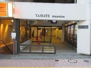 すむぞう渋谷宇田川スタジオ 鏡張りレンタルスタジオの入口の写真
