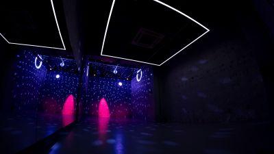吊るされた照明機材で様々な演出が可能です! - StreetDancePark C studioの室内の写真