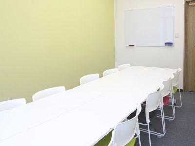 みんなの貸会議室天神西通り北店 802会議室⇨定員10+予備2の室内の写真