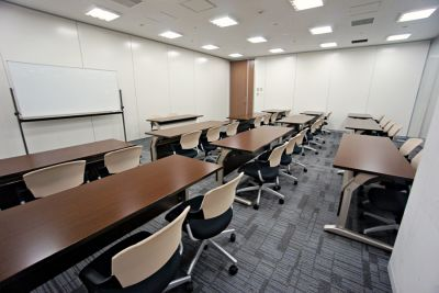 名古屋会議室 プライムセントラルタワー名古屋駅前店 第17会議室の室内の写真