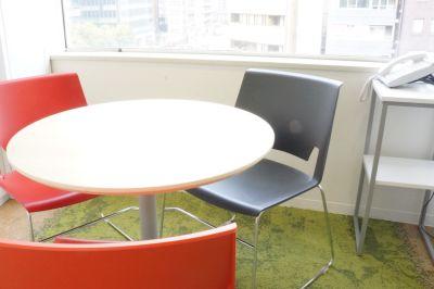 九段下の貸会議室 ナレッジソサエティ 打ち合わせ個室(3名)の室内の写真