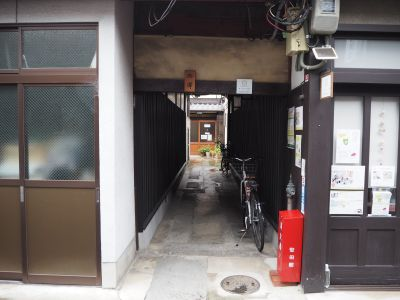 オトナリラボ 多目的スペース(キッズスペース)の入口の写真