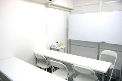 JR高田馬場駅、戸山口を出て徒歩2分。15名まで利用可能なレンタル会議室 - 高田馬場 ダイカンプラザ会議室