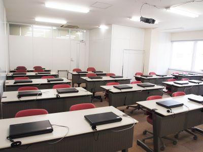 DGSスペシャリスト研修センター 第一教室の室内の写真