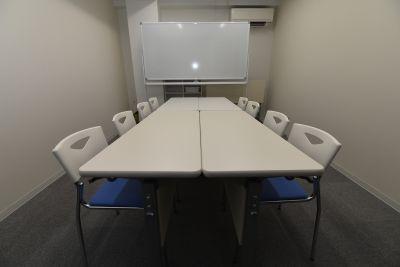 丸の内1分お気軽会議名古屋ブルー お気軽会議室名古屋丸の内ブルーの室内の写真