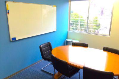新宿Genki貸し会議室 第6会議室の室内の写真