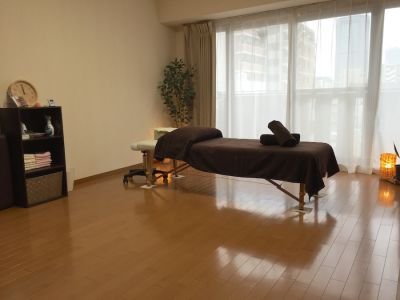 LQ南森町プライベートサロン Room07 完全個室プライベートサロンの室内の写真