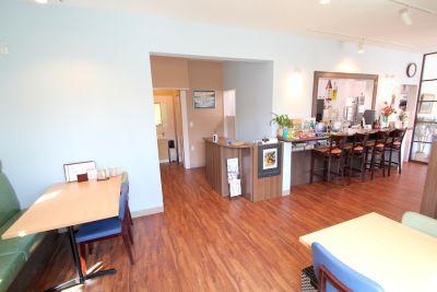 西荻窪レンタルカフェ&ゲームバー『ことぶき』 部分レンタル(〜16名)の室内の写真