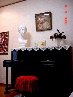 TVロケの音・美スペース1時間~ 音楽・美術スペースの室内の写真