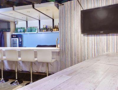 ギャルカフェ10sion カフェ&バーのイベントスペースの室内の写真