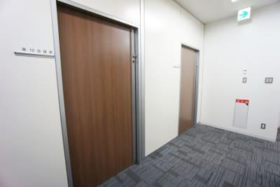 名古屋会議室 プライムセントラルタワー名古屋駅前店 第12会議室の入口の写真