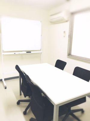 共栄実業(株) 幸福相互ビル うめきた会議室403(最大5名)の室内の写真