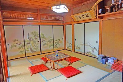 飯田屋 古民家と日本庭園『飯田屋』の室内の写真