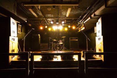 BAYSIS ライブハウスの室内の写真