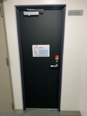 おてがる会議室in758 Share8P『モノトーン』の入口の写真