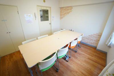 【フェアリー会議室】 プロジェクタ無料の貸し会議室♪の室内の写真