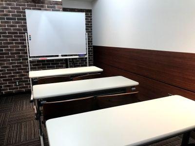 RAKUNA上野MR1 Meetinroom1 最適8名の室内の写真