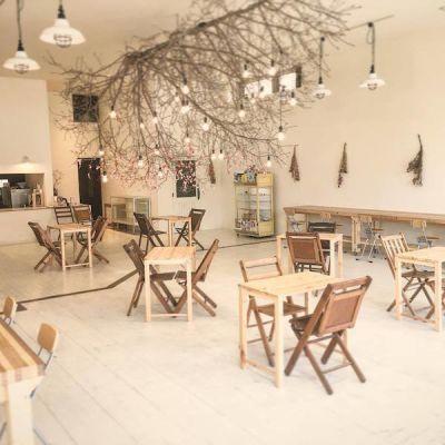 【金沢】多目的スペース「CHiL」 カフェスペースの室内の写真
