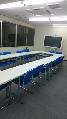 ビジネスコミュニティ横浜オフィス 横浜駅前オフィスセミナールームの室内の写真