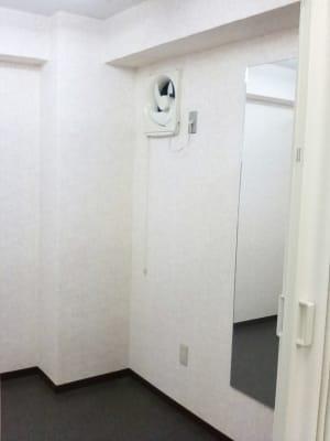 更衣室 - 多目的レンタルスペース心音 会議室、展示会、セミナー、英会話の設備の写真