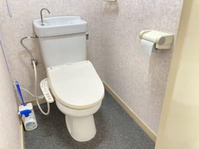 トイレ - 多目的レンタルスペース心音 会議室、展示会、セミナー、英会話の設備の写真