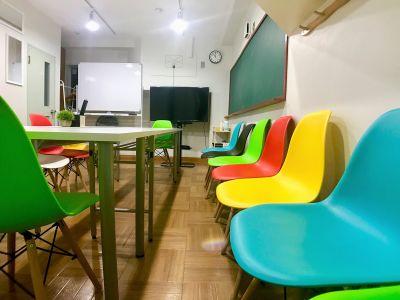 【楽らく会議室 神田】 <神田駅近の多目的スペースです>の室内の写真