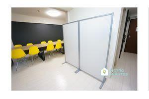 【レモン会議室】 プロジェクタ無料の貸し会議室♪の室内の写真