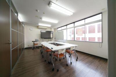コワーキングスペース自由区域 貸会議室の室内の写真