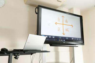 コワーキングスペース自由区域 貸会議室の設備の写真