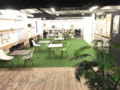 ガッコウ+ イベントスペース(火曜日限定)の室内の写真