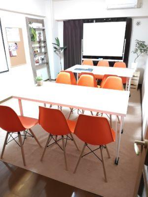 快適空間フリースペース金山 会議室、セミナー、自習室に最適。の室内の写真