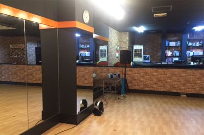 スタジオBUZZ相模原校 24時間利用可能!広々スペースの室内の写真