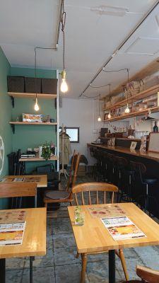 cocokara カフェ、サロンスペースの室内の写真