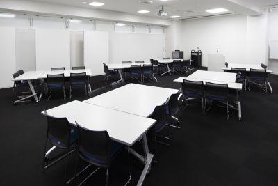 マイステイズ新浦安コンファレンスセンター 大会議室Aの室内の写真