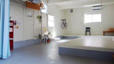 ※現在自転車は安全上取り付けておりません。 - シロハコスペースの室内の写真