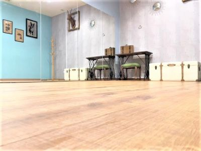 UraraDance横浜 関内店 グリーンスペースの室内の写真