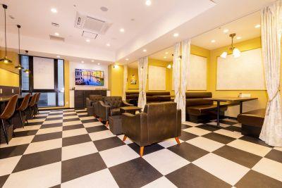 BIZcomfort 静岡 6名用 会議室の室内の写真