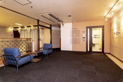 BIZcomfort 静岡 6名用 会議室の入口の写真