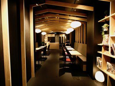 ラウンジスペースQooOsaka ホステルラウンジの室内の写真