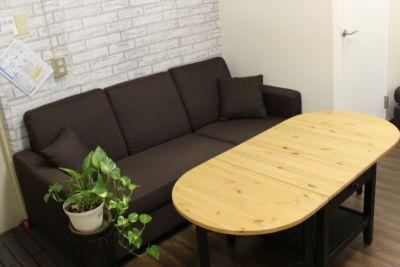 待合室スペース(共用) - 東新宿レンタルスペース ①有効ベッド・整体アロマ鍼灸の室内の写真
