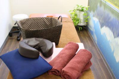 有効枕・クッション・バスタオル・かご - 東新宿レンタルスペース ①有効ベッド・整体アロマ鍼灸の設備の写真