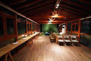 ソラハウス お洒落なルーフトップスペースの室内の写真
