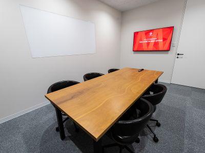 MONSTER スタジオ 乃木坂 小会議室の室内の写真