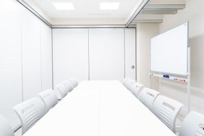 貸会議室24大宮 小会議室B+Cの室内の写真