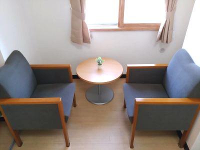 9階【札幌駅北口10秒】小会議室 小会議室/ミーティングルームの室内の写真