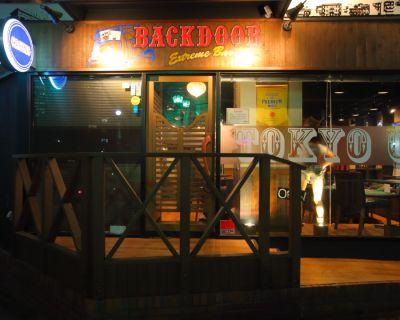 BACKDOOR カジノバーの入口の写真